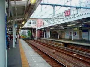 和田町駅の列車ホーム