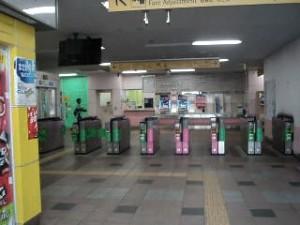 和田町駅の改札